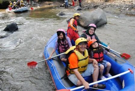 Outbound Malang – Arung Jeram di Batu Malang
