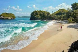 Wisata Pantai Malang Watu Leter