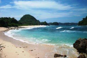 9 Pantai Eksotik
