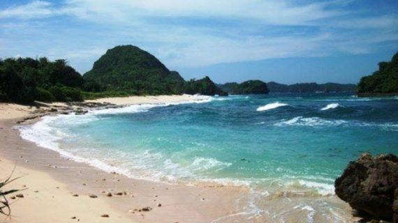 9 Pantai Eksotik Di Jawa Timur