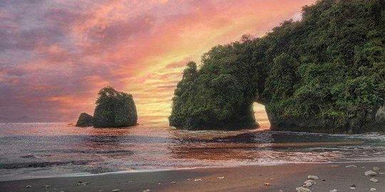 Indahnya Pantai Licin Malang